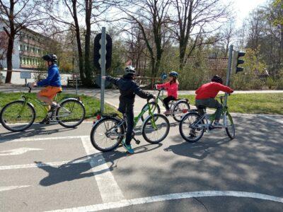 Wir üben für die Fahrradprüfung